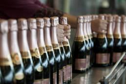 Louis Bouillot, flasker på linje, foto
